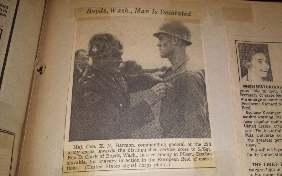 Maj. Gen. E. N. Harmon awards the distinguished service cross to S/Sgt. Rex D. Clark of Boyds, Washington